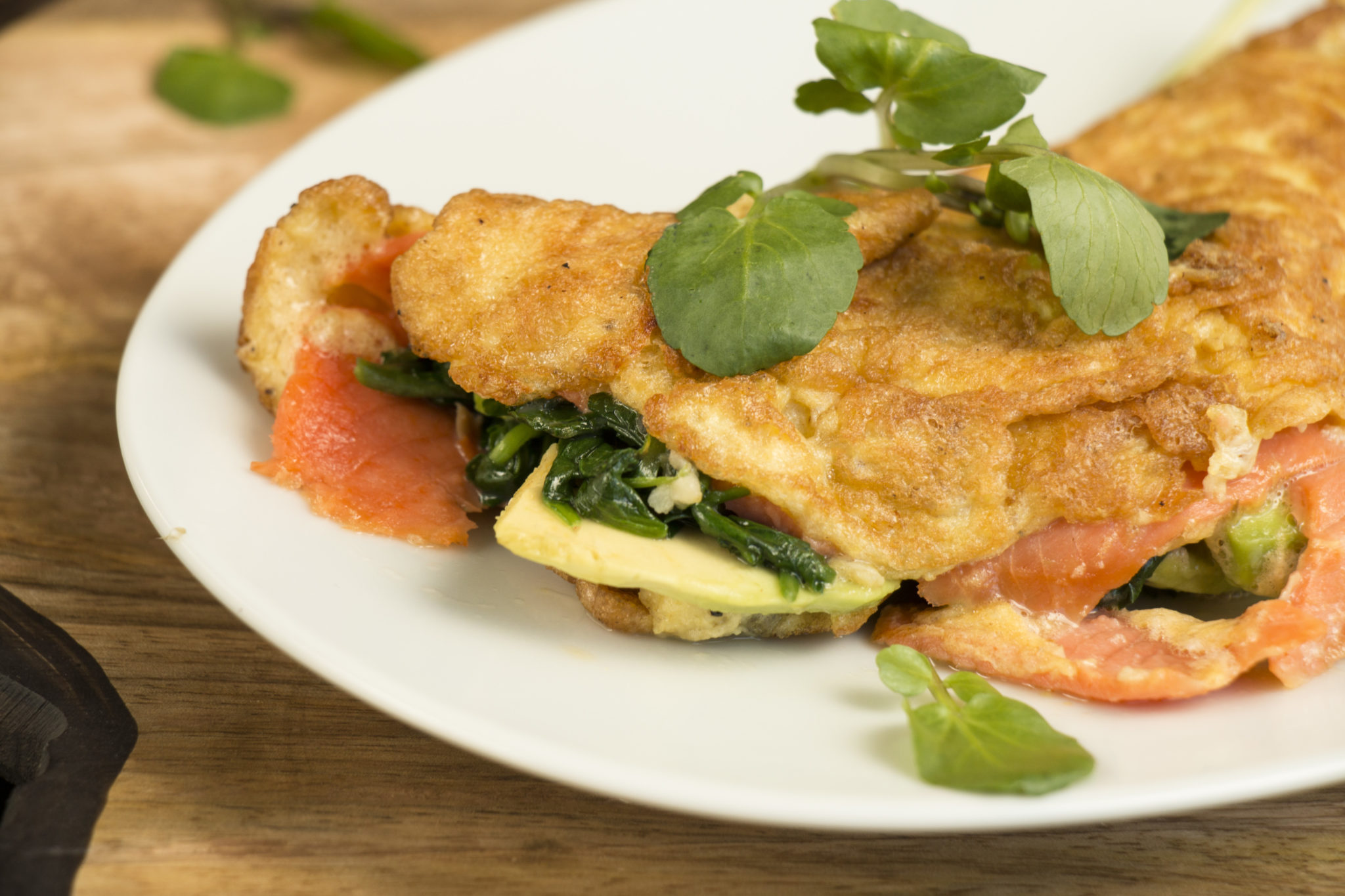 HOW TO MAKE SMOKED SALMON, WATERCRESS, AND AVOCADO OMELETTE - Live ...